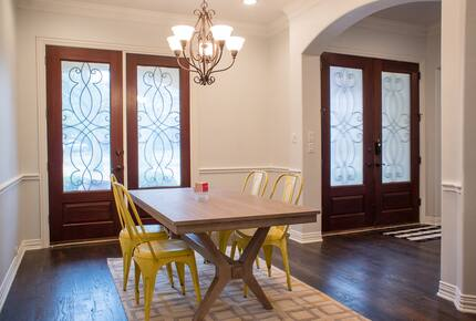 Home exchange in Farmers Branch TX, foyer table for 4