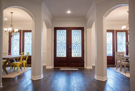 Home exchange in Farmers Branch TX with large foyer