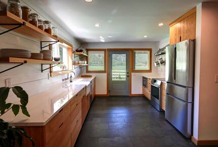 Home exchange in Winthrop WA, kitchen with stainless steel appliances