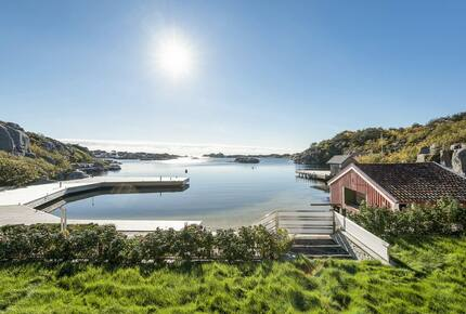 House on a fjord of Norway with a jetty and pool - Høvåg, Norway