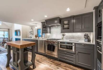 Home exchange in Park City UT, kitchen with small prep island