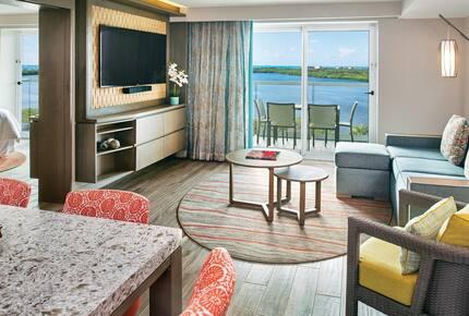 Home exchange in Cancun, lagoon view 2 bedroom villa living area