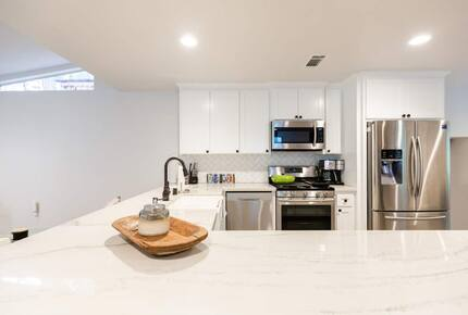 Home exchange in Bass Lake CA, kitchen with large quartz peninsula