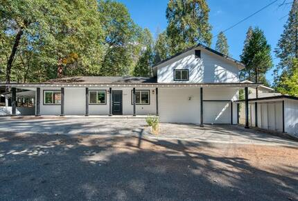 Home exchange in Bass Lake CA, exterior with driveway