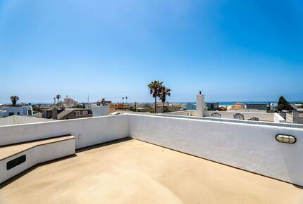 Home exchange in Oxnard CA with fourth level entertainment deck