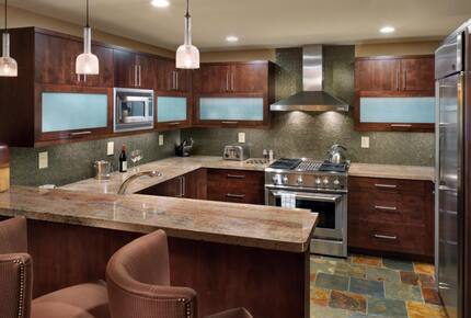 Home exchange in Mammoth Lakes CA, chefs kitchen with stainless steel