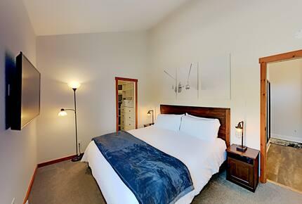 Elegant Mountain Retreat | Hot Tub, 3 Workspaces - Avon, Colorado
