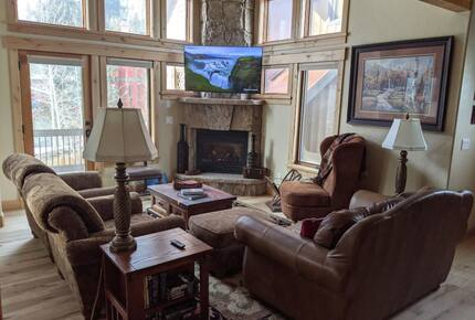Home exchange in Frisco CO, living room with window views of Mt Royal