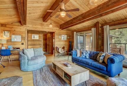 Altitude Adjustment Lodge (Lake Tahoe views!) - Glenbrook, Nevada