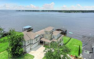 Lake Livingston Waterfront Estate - Livingston, Texas