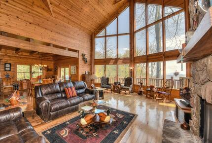 Dancing Wolf Lodge - Maggie Valley, North Carolina