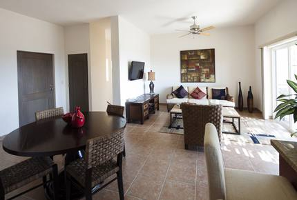 Las Colinas: 3 Bedroom