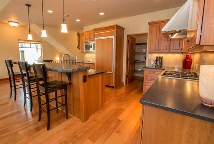 Columbia Cliff Villas - 3 Bedroom Pinnacle Suite - Hood River, Oregon