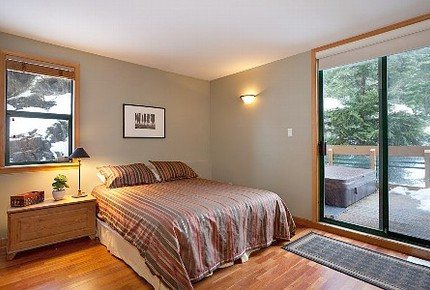 Whistler Village Luxury Home, Private Hot Tub, Log Fireplace, Ski In /Out Access - Whistler, Canada