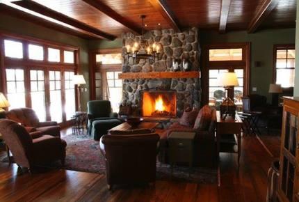 Lakehouse Retreat at Haliburton Highlands - Haliburton, Canada