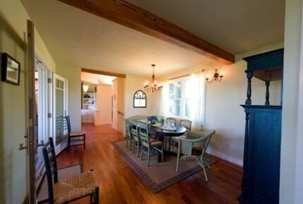 Hill House on exclusive Martha's Vineyard Island - Aquinnah, Massachusetts