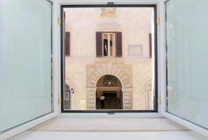 The Spanish Steps Apartment on Via della Mercede - Rome, Italy