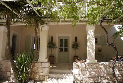 Peaceful, Private Villa set in Olive Groves