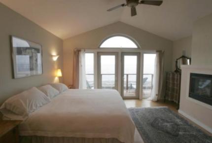 Point Roberts Designer Home on Private Beach - Point Roberts, Washington