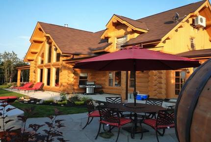 Quebec Luxury Log Home - Mille Isles, Canada