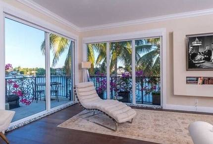 Casa Aqua - Hallandale Beach, Florida
